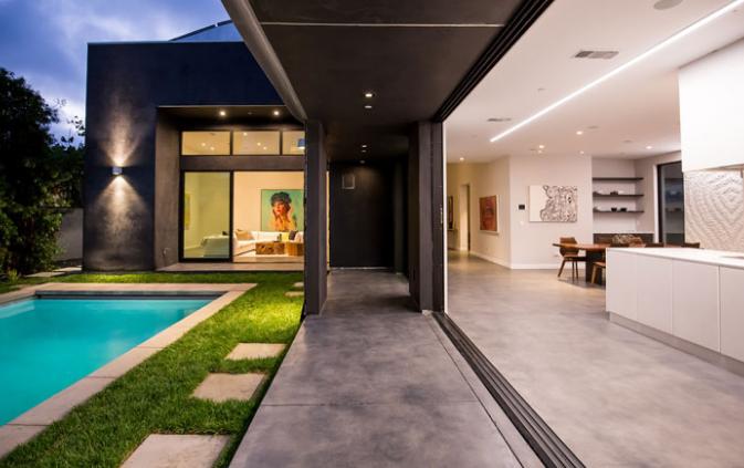 Luxury Wave House In Los Angeles